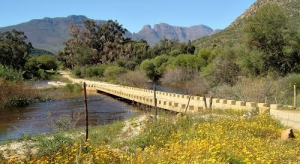 The pass starts at the crossing of the Olifants River