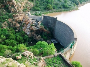 The semi-circular dam wall at Olifantsnek Dam